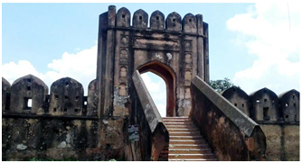 হারিয়ে যাচ্ছে মোঘল স্থাপত্য হাজীগঞ্জ দূর্গ