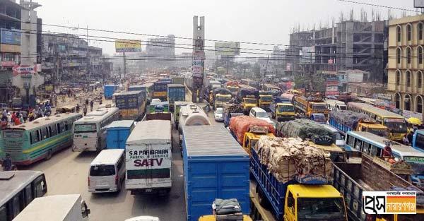 ঢাকা-চট্টগ্রাম মহাসড়কে তীব্র যানজট, দুর্ভোগ চরমে