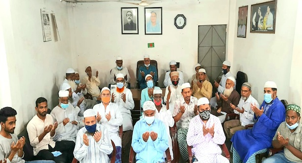 করোনা মুক্তি কামনায় মুক্তিযোদ্ধা ফরিদ উদ্দিনের উদ্যোগে দোয়া