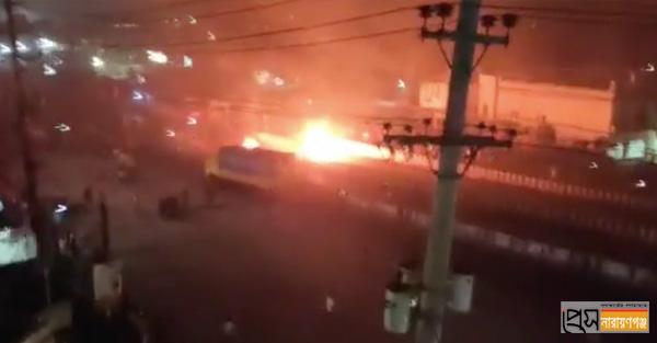 ঢাকা-চট্টগ্রাম মহাসড়ক অবরোধ করে হেফাজত কর্মীদের বিক্ষোভ